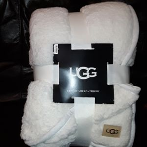 "NWT UGG Classic Oversized Sherpa Throw 50x70"" Snow"